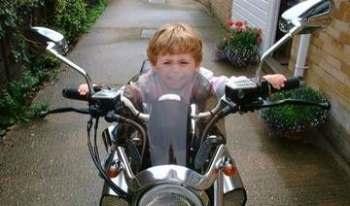 Со скольки лет можно ездить на мотоцикле?