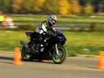 Уроки вождения на мотоцикле: лучше идти в автошколу или учиться самому?